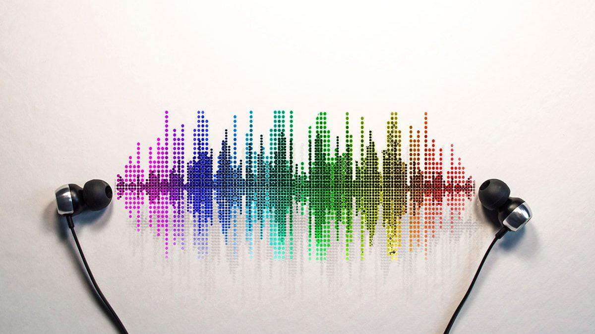 چرا به جای رادیو، پادکست گوش کنیم؟