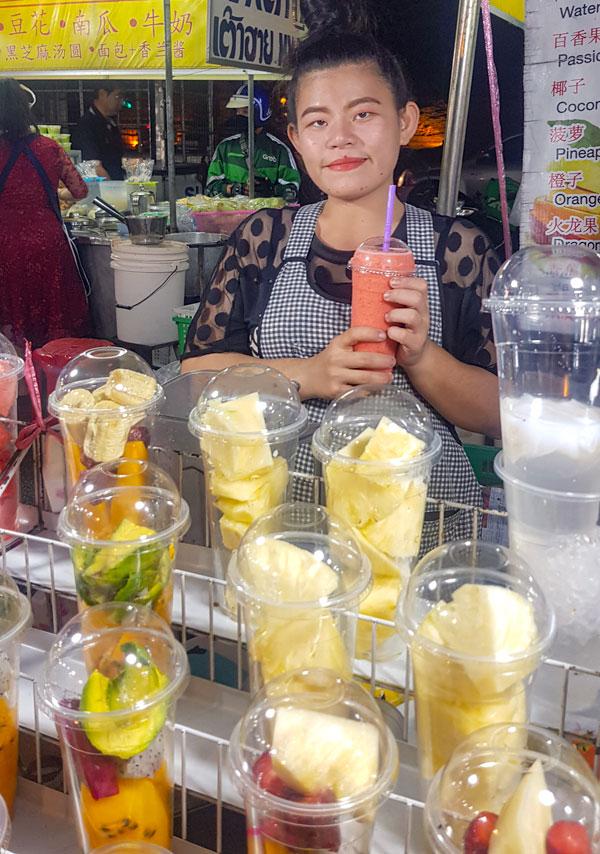توی سفر به چیانگ مای میتونید اندازه کل سال عادیتون میوه بخورید اون هم به صورت اسوتیهای خوشمزه. Photo by Salar Mousavi | RadioJoloun