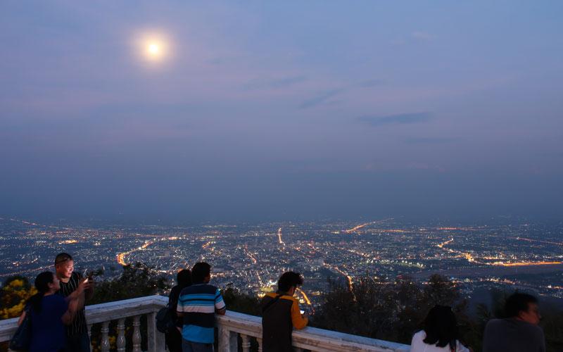 منظره طلوع ماه از بالای شهر چیانگ مای بسیار دیدنی بود. Phot by Salar Mousavi   RadioJoloun
