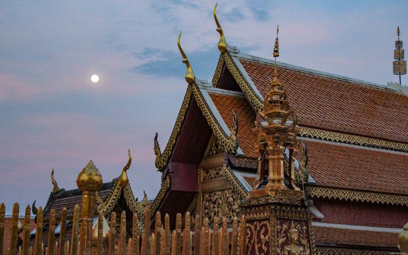 معبد دوی سوتهپ بر فراز شهر چیانگ مای قرار دارد که یکی از مهمترین معابد تایلند محسوب میشود. Phot by Salar Mousavi   RadioJoloun