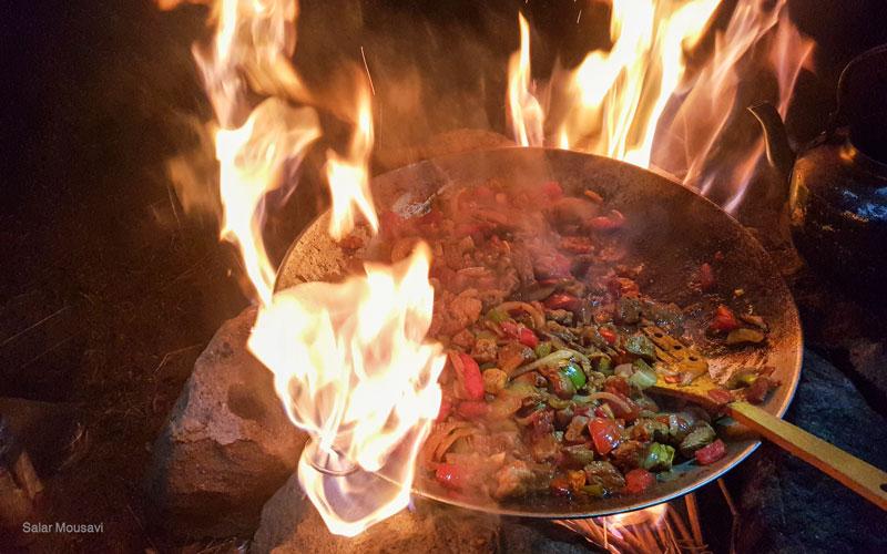 در کمپ چی بپزیم؟ 8 رسپی جذاب برای آشپزی در طبیعت به سبک جولون